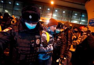 Detienen en Rusia a varios allegados del opositor Navalny