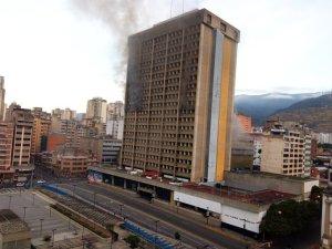 Reportan incendio en la sede del Ministerio de Educación en Caracas este #28Ene (Fotos y Videos)