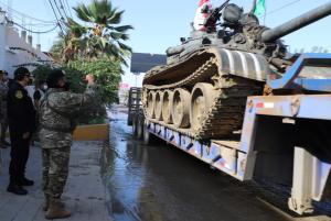 Tanques entre Perú y Ecuador evidencian el drama de la migración venezolana (FOTOS)