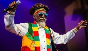 Muere Bunny Wailer a los 73 años, leyenda del reggae que tocaba con Bob Marley