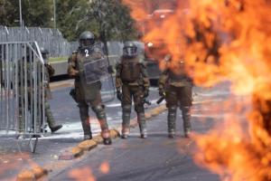 """""""Mochilazo"""" en Chile concluyó con gases y agua (Fotos)"""