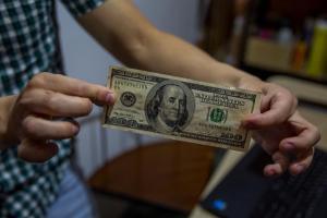 Cedice: El tipo de cambio oficial al cierre de marzo, evidenció un incremento interanual de 2.560%