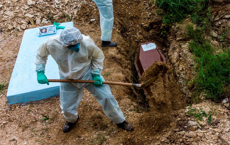 Número de muertes por coronavirus en el mundo aumento 21% la última semana