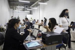 República Dominicana inicia regularización de venezolanos indocumentados (Fotos)