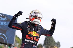 """Verstappen consiguió la victoria en un """"caótico"""" GP de Imola"""