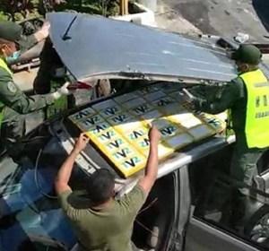 Detuvieron a pareja en Mérida por trasladar cocaína escondida en el techo de un carro (Foto)