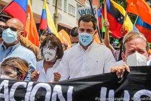 Un minuto de silencio y exigencia de vacunas para los venezolanos: La denuncia de Guaidó (VIDEO)