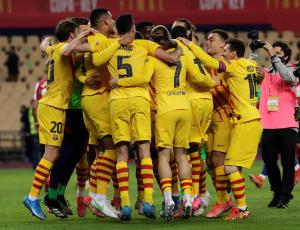 El Barcelona de Koeman logra con goleada levantar la Copa del Rey