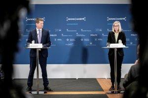 Funcionaria danesa se desmayó mientras anunciaban suspensión de la vacuna de AstraZeneca (Video)
