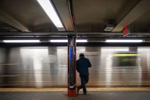 Detuvieron a hombre con un fusíl AK-47 en la estación de metro de Times Square en Nueva York