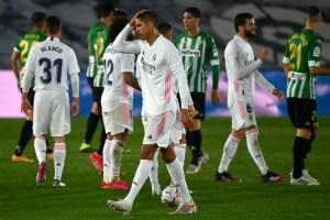 Aseguran que Manchester United y Real Madrid alcanzaron un acuerdo por Varane