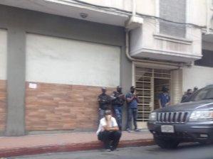 Denunciaron que colectivos intentan invadir apartamentos en La Candelaria este #7May (Fotos)