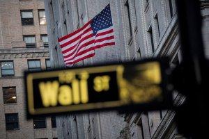 Wall Street cerró con triple récord entre expectativas por resultados