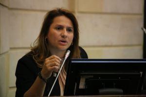 EN VIDEO: La senadora colombiana Paola Holguín dejó claro por qué apoyó las protestas venezolanas y no las colombianas