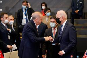"""Biden asegura que ha tenido """"una muy buena reunión"""" bilateral con Erdogan"""