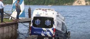 Mujer choca ambulancia robada en la bahía de Nueva York