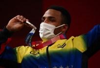 """""""Bienvenido al equipo de los inolvidables"""": Yulimar Rojas celebra la plata olímpica de Julio Mayora en Tokio"""