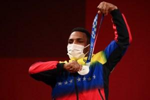 EN VIDEO: Las palabras del venezolano Julio Mayora tras ganar la medalla de plata en halterofilia olímpica