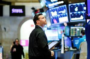 Wall Street abre en negativo mientras el Dow Jones baja