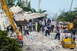 Tras la demolición de los restos del edificio, cómo sigue la búsqueda de víctimas del derrumbe en Miami