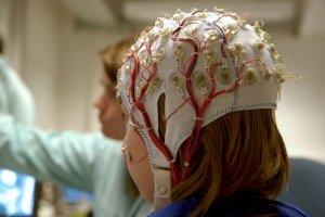 Por primera vez, un dispositivo neuroprotésico le devolvió el habla a un hombre con parálisis