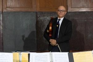 """Samuel Marchán, el venezolano que crea sinfonías en Nueva York con una """"orquesta de papel"""" infantil (VIDEO)"""