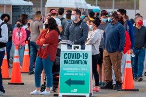 Miami reabrió centros de vacunación tras alarmante aumento de contagios por Covid-19