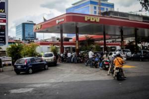 """El cronograma de suministro de gasolina durante la """"cuarentena radical"""" en Venezuela"""