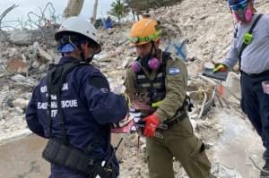"""""""Muy significativo"""": Recuperaron libros sagrados judíos entre los escombros luego del derrumbe en Miami"""