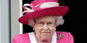 """""""Joven de espíritu"""", la reina Isabel II rechaza un premio para personas ancianas"""