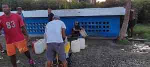 """Habitantes del casco colonial de La Guaira denuncian que el régimen los tiene """"secos"""""""