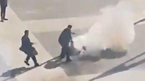 Murió el hombre que se prendió fuego frente a la sede de gobierno de Uruguay