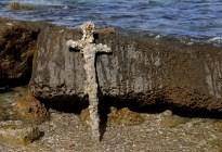 Buzo halló en Israel la espada de un cruzado de hace 900 años (Fotos)
