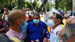 """Pensionados denunciaron que el depósito de 14 Bs por """"bono de aguinaldo"""" es una burla #19Oct (FOTOS + VIDEO)"""