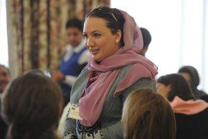 Diputada afgana huyó del ataque de los talibanes con ayuda de un parlamento británico
