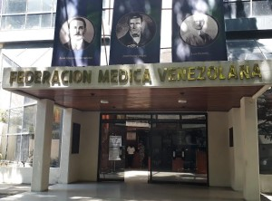 Alertan que el chavismo está graduando médicos comunitarios y militares sin formación académica ni científica